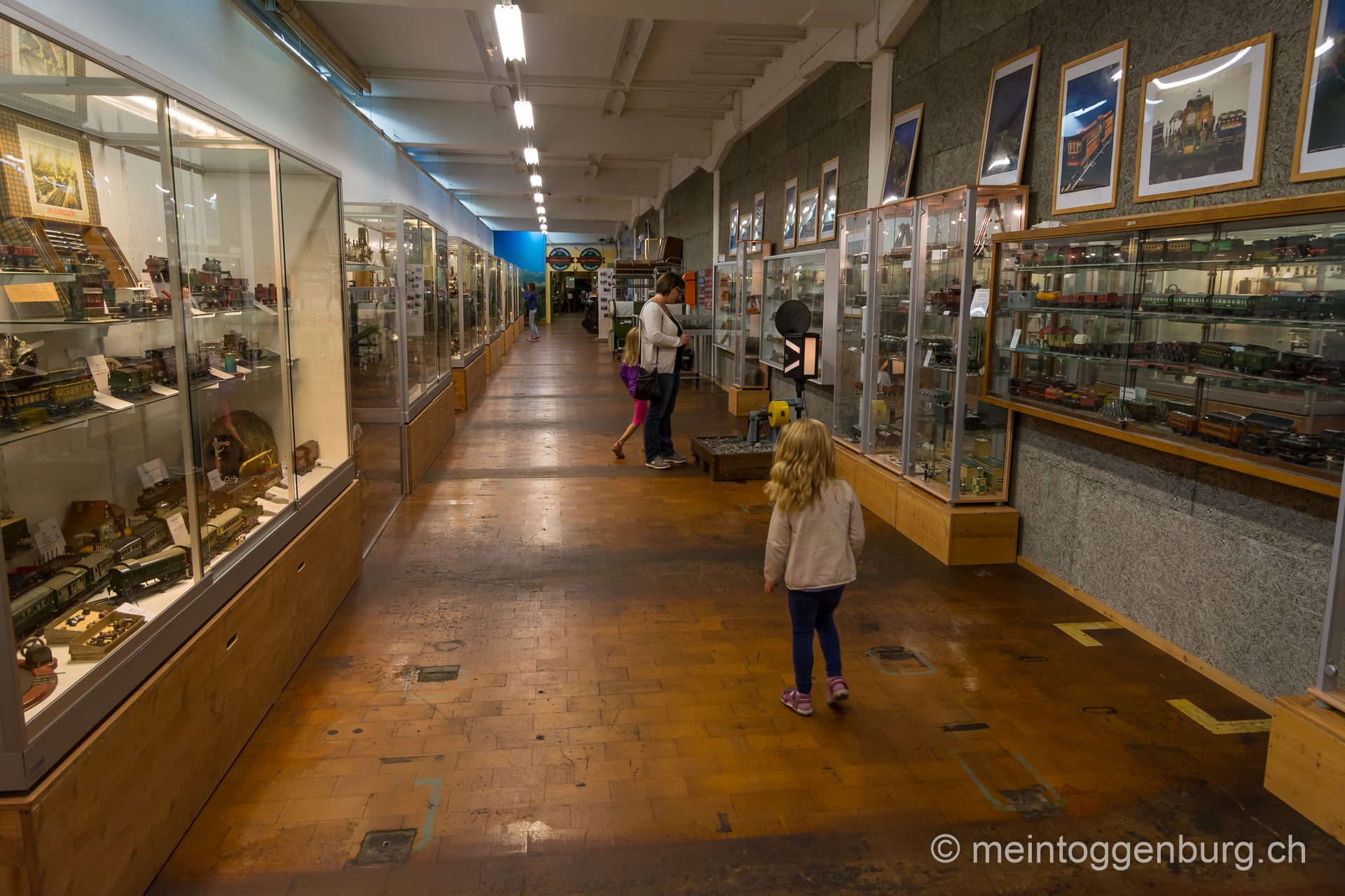 Erlebniswelt Toggenburg Lichtensteig Modelleisenbahn Museum Oldtimer Puppen Krippen